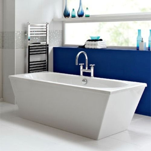 freestanding Wash ThermaForm bath with surround panel 1800 x 800